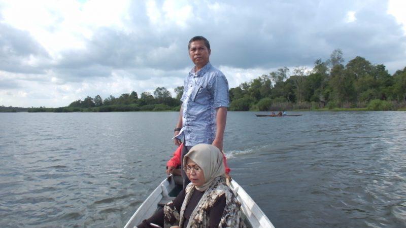Bupati Seruyan, Sudarsono saat mengikuti kegiatan Jelajah Foto di Danau Seluluk