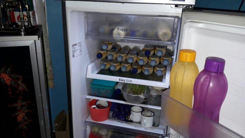 Miras campur susu sedang ditaruh di dalam lemari es milik tersangka SN, saat anggota Polsek Kumai melakukan razia Rabu (20/9)