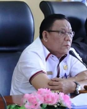 Ketua DPRD Mura Gad F Silam saat memimpin rapat baru-baru ini.