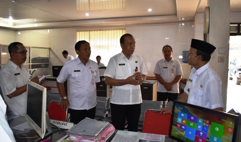 Wabup Kapuas Nafiah Ibnor saat mengunjungi salah satu Kantor OPD Kapuas, Rabu (10/4/2019).