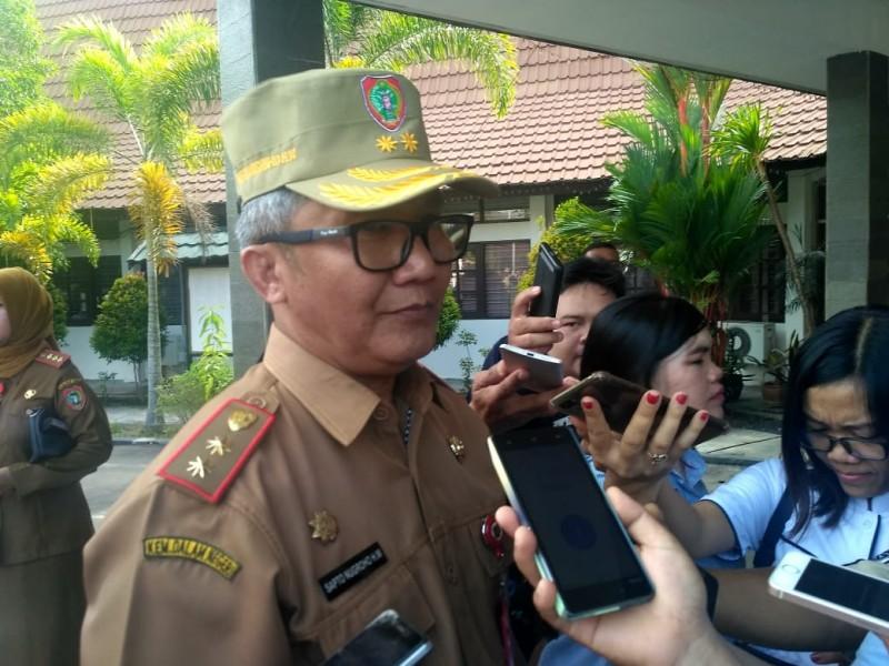 Plh. Sekda Kalteng Sapto Nugroho Handono Wareh saat memberikan keterangan kepada awak media.