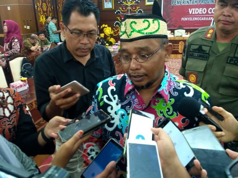 Wagub Kalteng Habib Said Ismail saat memberikan keterangan kepada awak media Kamis (18/4).