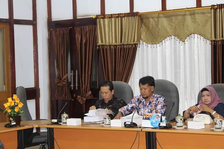 Angtgota DPRD Seruyan Bejo Riyanto saat mengikuti paripurna.