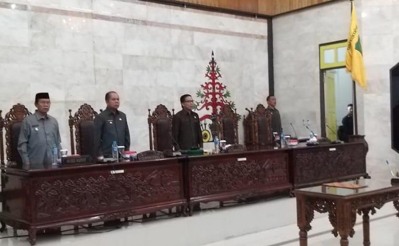 Ketua DPRD Kapuas Algrin saat memimpin rapat paripurna belum lama ini.