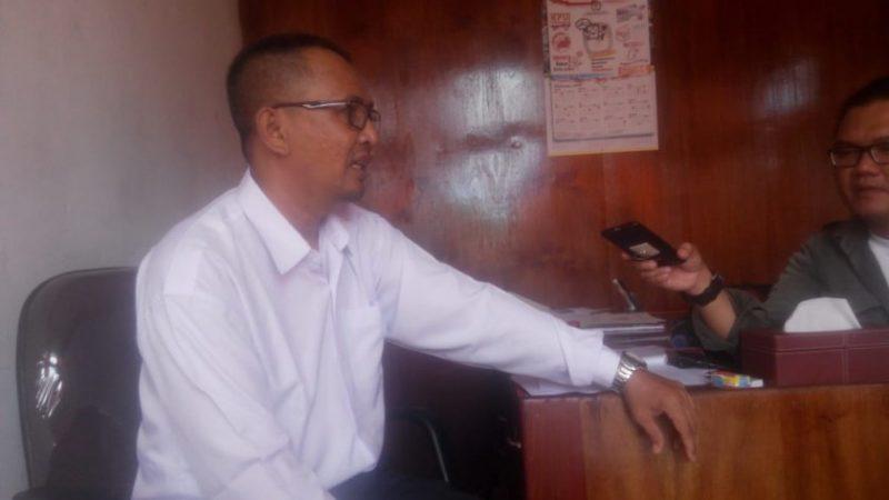 Ketua KPU Kobar Chaidir saat memberikan keterangan kepada awak media.