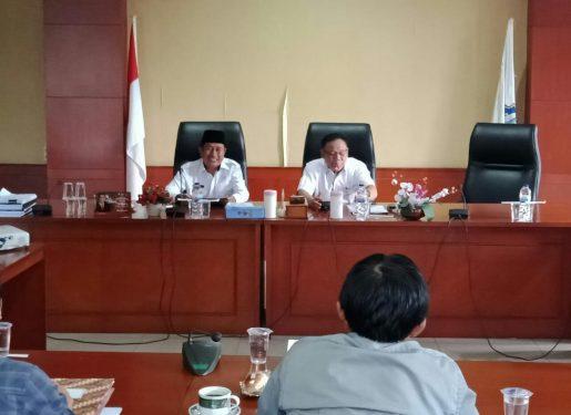 Ketua DPRD Mura Gad F Silam dan Wakil Bupati Rejikinnor saat memimpin rapat koordinasi belum lama ini.