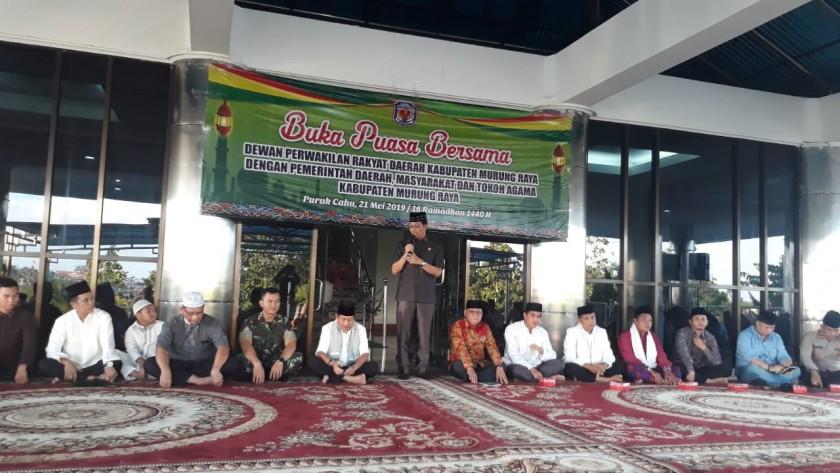 Bupati Mura Perdie saat menyampaikan sambutannya di kegiatan buka puasa bersama DPRD Mura Selasa (21/5)