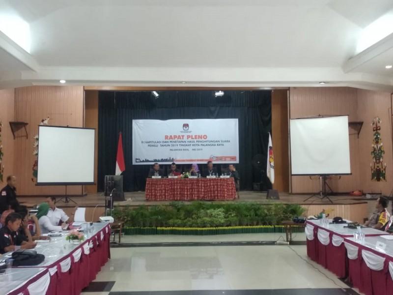 KPU Kota Palangka Raya saat menggelar rekapitulasi Jumat (3/5).