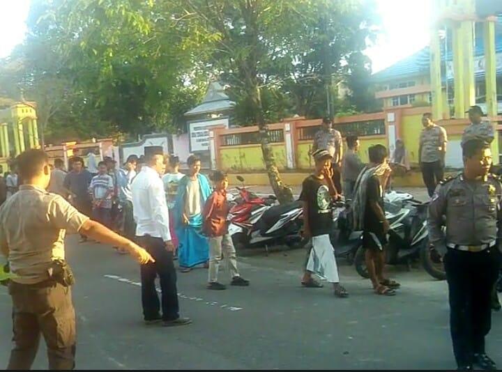 Puluhan remaja bali saat diamankan anggota Mapolsek Arsel dan Satlantas Polres Kobar Selasa (7/5) pagi.
