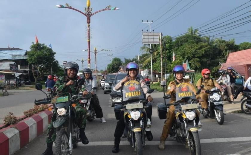 Camat Murung Wahyu Priyatna bersama anggota Polres Mura saat giat patroli bersama belum lama ini.
