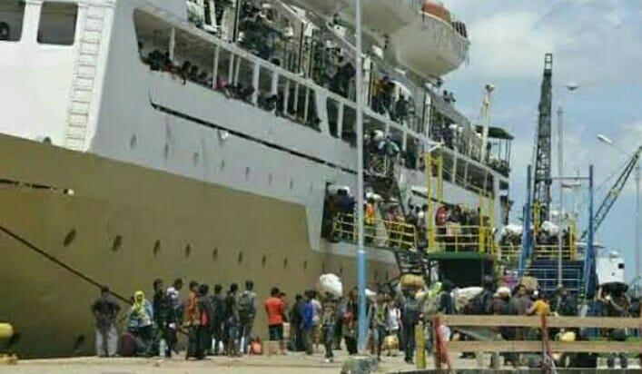 Penumpang kapal saat mudik lebaran di Pelabuhan Panglima Utar Rabu (15/5).