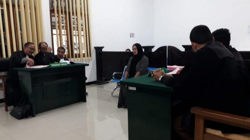 Sabrina saat menjalani sidang di PN Pangkalan Bun, Kamis (16/5).