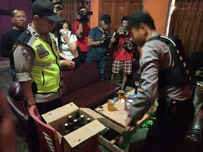 Ketiga pelaku saat diamankan anggota Satresnarkoba Polres Katingan Sabtu (18/5).