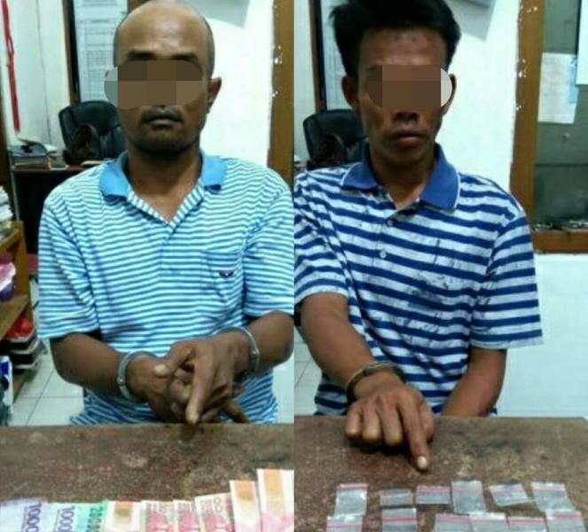 Kedua tersangka saat diamankan di Mapolsek Jaya Karya Jumat (17/5).