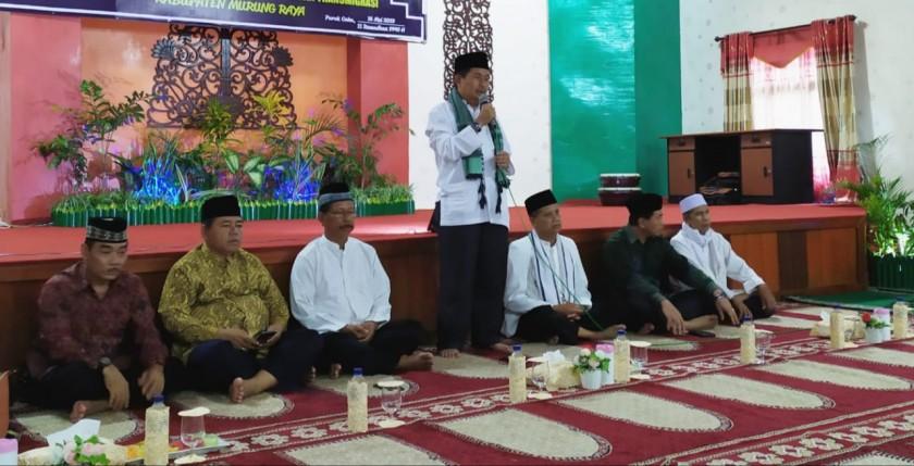 Wabup Mura Rejikinnor saat menyampaikan sambutannya pada ketiagan tarling di salah satu masjid di Puruk Cahu.