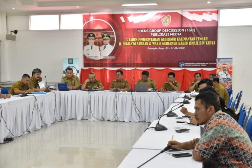 Sejumlah Kepala SOPD Pemprov Kalteng saat memaparkan keberhasilan pemerintahan Sohib selama tiga tahun terakhir, dalam kegiatan FGD, di Aula Bappedalitbang, Selasa (21/5).