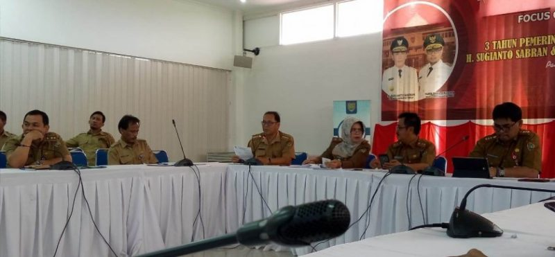 Sejumlah Kepala SOPD Pemprov Kalteng yang hadir saat memaparkan pada kegiatan FGD di Bappedalitbang, Selasa (21/5).
