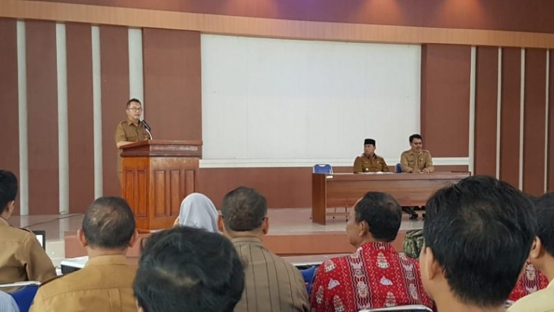 Kepala Disdikbud Kobar Rosihan Pribadi saat menyampaikan sambutannya, di Aula Kantor Dikbud Kobar Selasa (28/5).