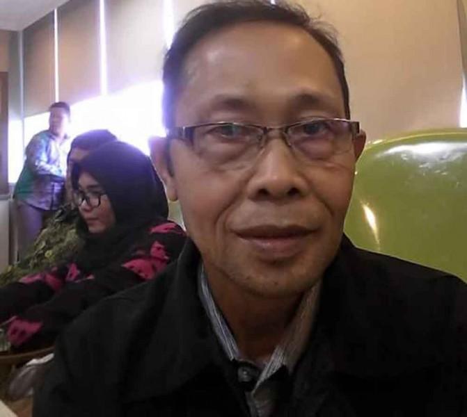 Anggota DPRD Kapuas Razikin saat memberikan keterangan kepada awak media.