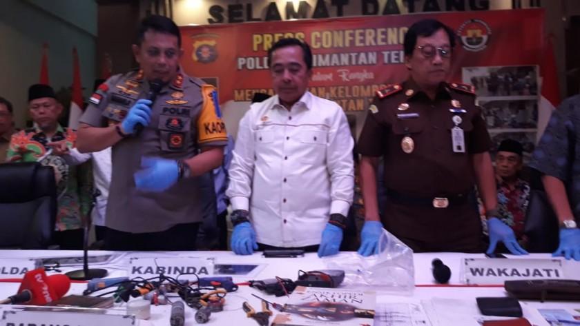 Kapolda Kalteng Irjen Pol Anang Revandoko saat konfrensi pers terkait penangkapan teroris di Mapolda Kalteng Selasa (11/6).