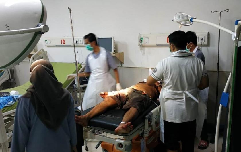Korban saat mendapat perawatan dari tim medis RSUD Batara Rabu (12/6) malam.