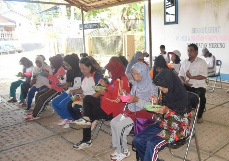 Para lansia saat mengikuti kegiatan Posyandu Lansia Kecamatan Murung belum lama ini.