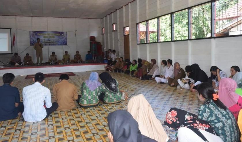 Camat Murung K Zen Wahyu Priyatna saat menyampaikan sambutannya ketika menghadiri kegiatan posyandu lansia di salah satu desa belum lama ini.