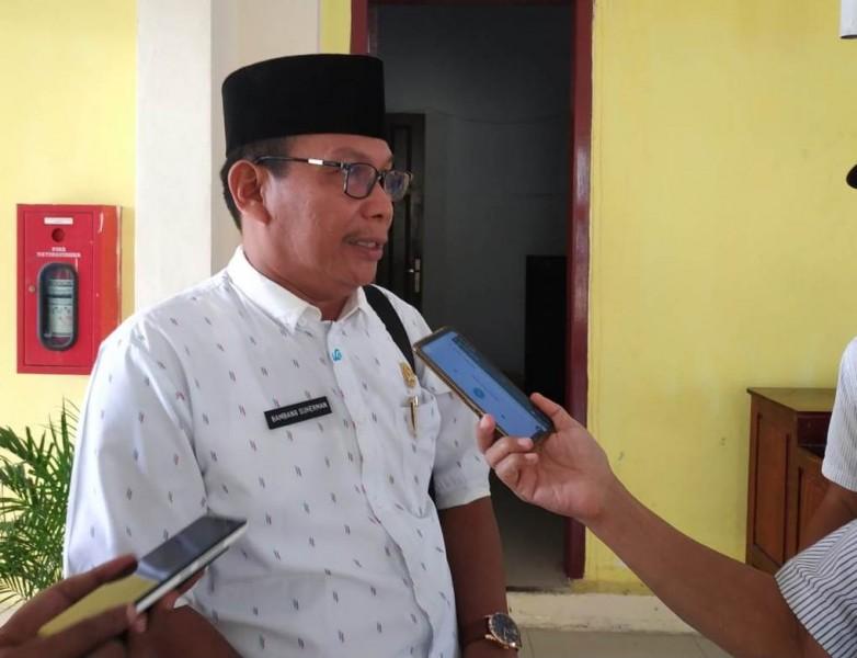 Anggota DPRD Kobar Bambang Suherman saat memberikan keterangan kepada awak media Rabu (12/6).