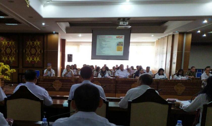 Asisten II Administrasi Perekonomian dan Pembangunan Nurul Edy bersama Kadisbudpar Kalteng Guntur Talajan dan sejumlah SOPD terkait sedang menggelar rapat persiapan Rabu (12/6/2019).