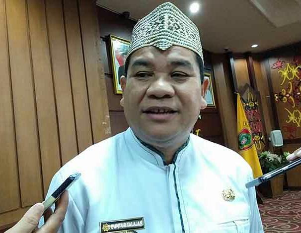 Kadisbudpar Kalteng Guntur Talajan saat memberikan keterangan kepada awak media.