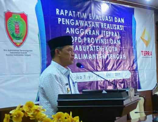 Sekda Kalteng Fahrizal Fitri saat membacakan sambutan Gubernur Kalteng Sugianto Sabran saat membuka kegiatan TEPRA Jumat (14/6/2019).