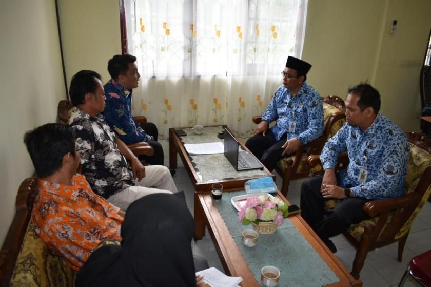 Plt Kepala Diskominfo Kalteng Suwarno saat menerima kedatangan rombongan KPID Kalteng Senin (17/6/2019).
