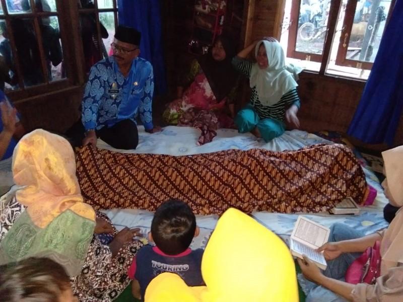 Jasad korban saat berada di rumah duka, seusai ditemukan, Kamis (20/6/2019).