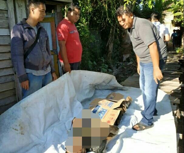 Jasad pelaku saat dievakuasi ke daratan seusai ditemukan Minggu (23/6/2019) pagi tadi.