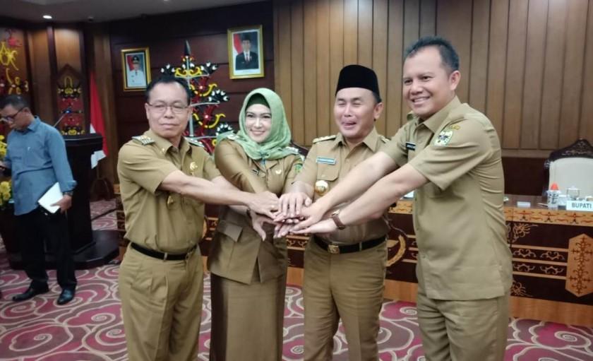 Gubernur Kalteng Sugianto Sabran saat kompak bersama tiga kepala daerah yang menjadi titik pusat lokasi rencana pemindahan ibu kota RI seusai rapat Selasa (25/6/2019).