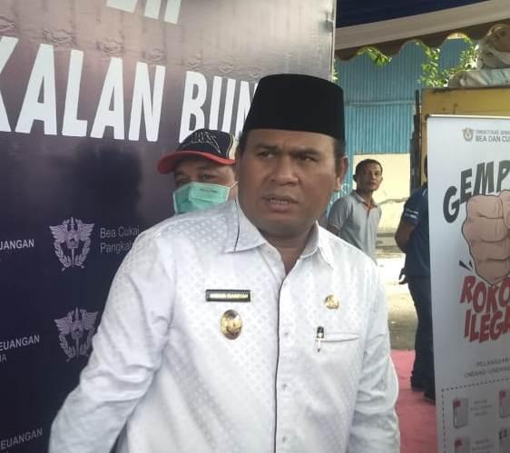 Wabup Kobar Ahmadi seusai menghadiri acara pemusnahan barbuk rokok illegal Rabu (26/6/2019).