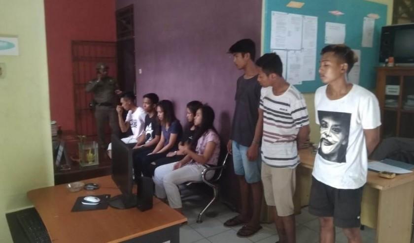 Kesembilan oknum remaja saat diamankan di Kantor Satpol PP Kobar Kamis (27/6/2019).