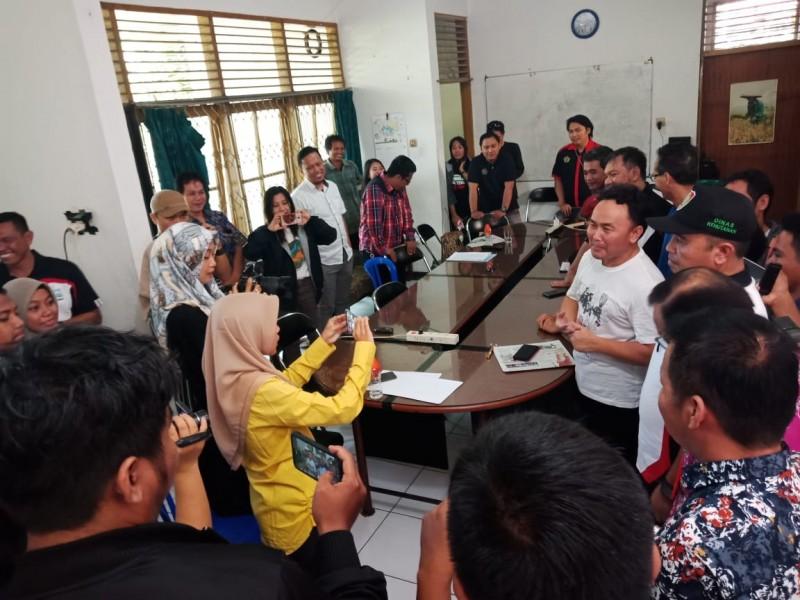 Gubernur Kalteng Sugianto Sabran saat meyambangi Kantor WALHI Kalteng, Jumat (28/6/2019).