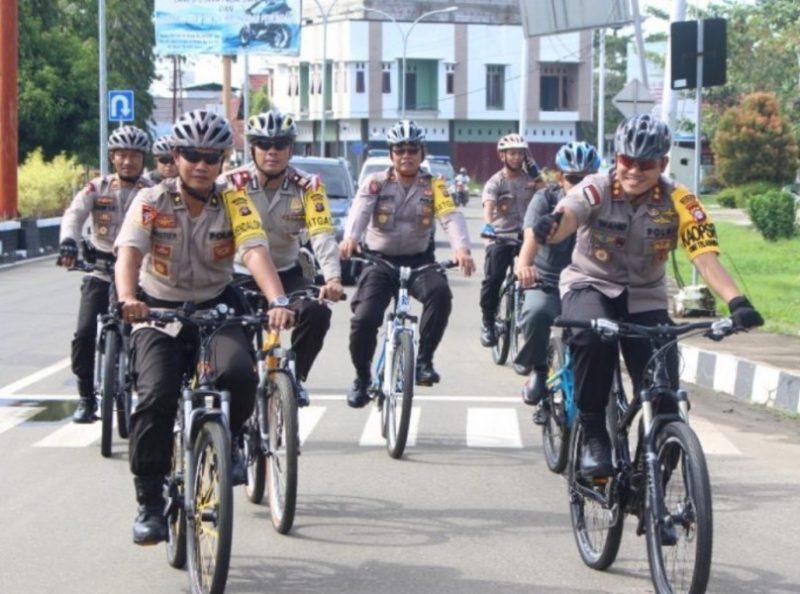 Jajaran Polres Barsel saat bersepeda santai.