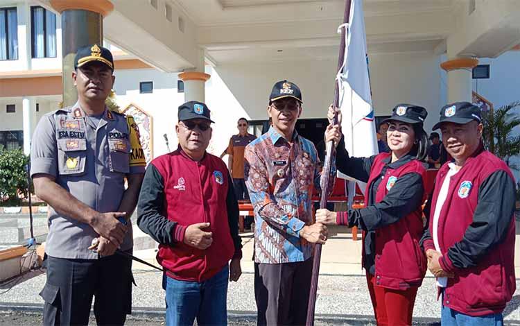 Bupati Mura Perdia M Yoseph bersama unsur FKPD saat melepas secara simbolis kontingen FBIM Mura.