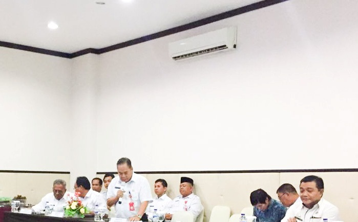 Petugas PPID Murung Raya saat memberikan paparan, Rabu (24/7).