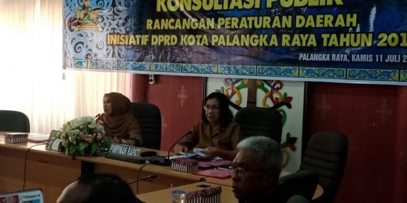 Ketua Komisi C DPRD Kota Palangka Raya Hj Mukarramah saat memimpin rapat, Kamis (11/7/2019).