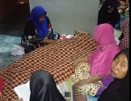 Jasad korban saat berada di rumah duka, Senin (22/7/2019) malam.