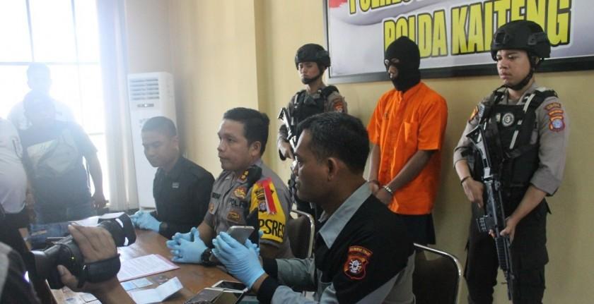 Kapolres Palangka Raya AKBP Timbul RK Siregar saat memberikan keterangan kepada awak media, terkait kasus pencurian ketika digelar press release di Mapolres setempat, Kamis (4/7/2019).