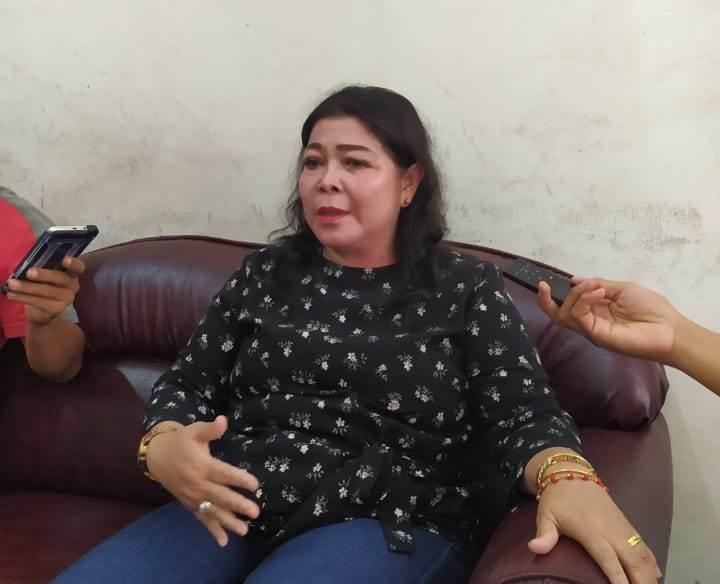 Ketua Komisi B DPRD  Palangka Raya, Nenie A Lambung, saat memberikan keterangan kepada awak media, Sabtu (6/7/2019).