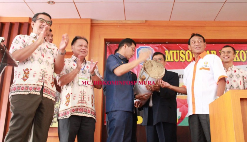 IST Diskominfo Mura- Bupati Mura Perdie M Yoseph saat membuka secara resmi Musorkab III Koni Mura, di Aula Balai Adat Dayak, Selasa (9/7/2019).