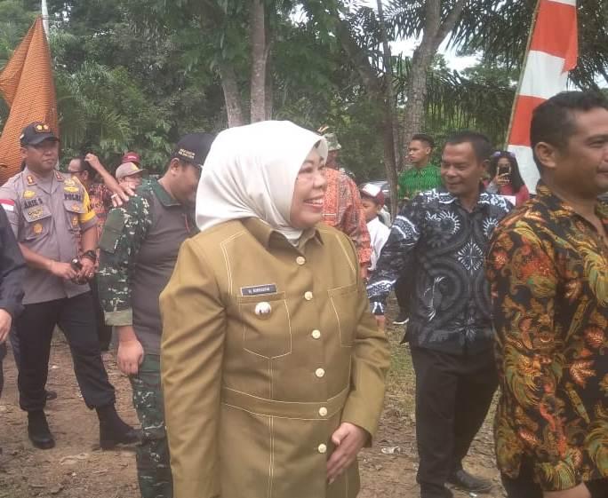 Bupati Kobar Hj Nurhidayah saat menghadiri kegiatan pembukaan TMMD ke 105 Kodim 2014 Pangkalan Bun, Kamis (11/7/2019).