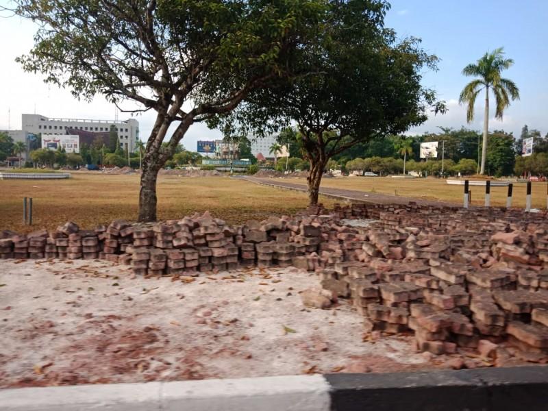 Kawasan Bundaran Besar saat mulai dilakukan rehab oleh Dinas PUPR Kalteng.