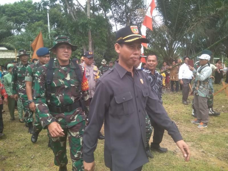 Ketua DPRD Kobar Triyanto saat mengikuti pembukaan TMMD Kodim 1014 Pangkalan Bun, di Kecamatan Aruta baru-baru ini.