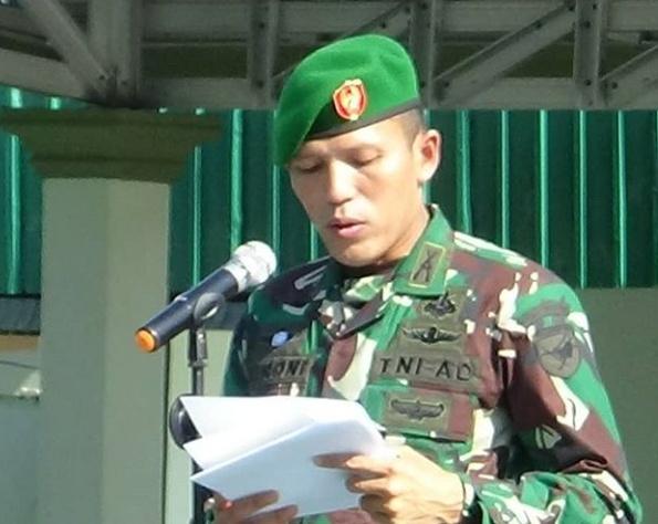 Dandim 1014 Pangkalan Bun Letkol Inf Roni Sulaeman saat membacakan sambutannya pada kegiatan pembukaan TMMD ke 1015 di Kelurahan Pangkut beberapa waktu lalu.